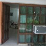 Der Eingang zu meinem Zimmer ... rechts die antike Klimaanlage ;-)